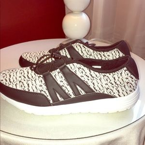 Avon memory foam sneakers (never worn)